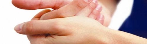 Estalar os dedos faz mal?